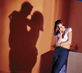 Сильный заговор рассорить мужа с любовницей на Троицу.