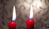 Приворот на две красные свечи.