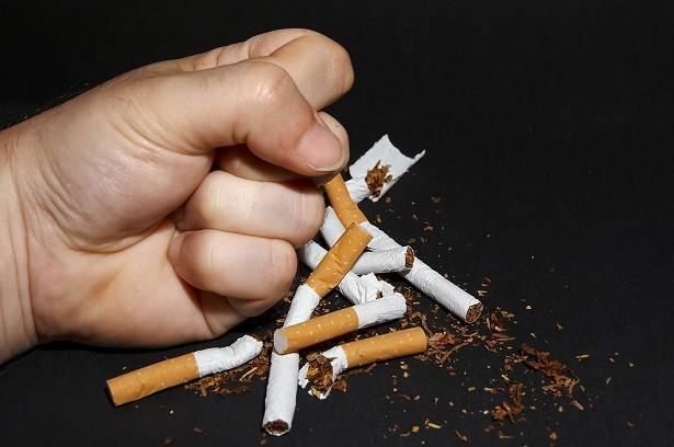 Заговор похоронить сигареты и табакокурение.