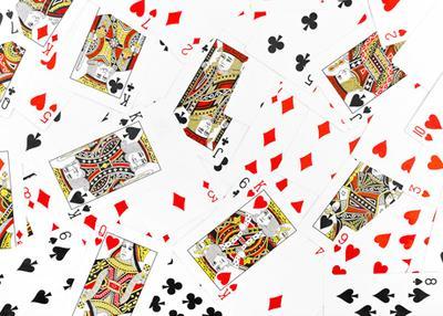 Гадание на игральных картах на отношение любимого.