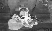 Заговор на фото должника на кладбище